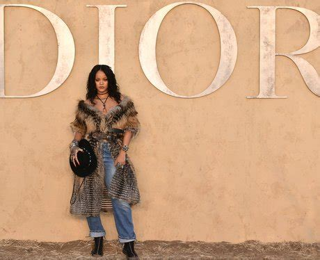 Rihanna attends the Dior Cruise show and wears the coat of ...