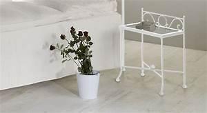 Nachttisch Metall Weiß : geschmiedeter nachttisch aus massivem eisen merlo ~ Markanthonyermac.com Haus und Dekorationen