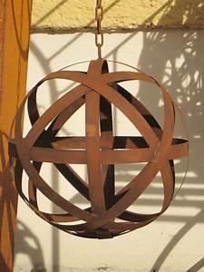 Windlicht Zum Aufhängen : edelrost kugel aus blechstreifen zum h ngen 30 cm metall ~ Lizthompson.info Haus und Dekorationen