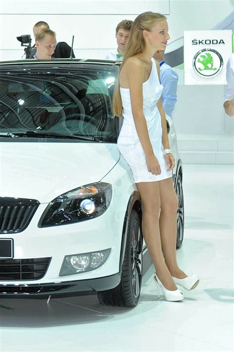 girls   moscow motor show autotribute