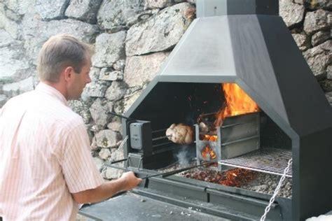 cuisiner dans un wok braai le barbecue à bois traditionnel sud africain