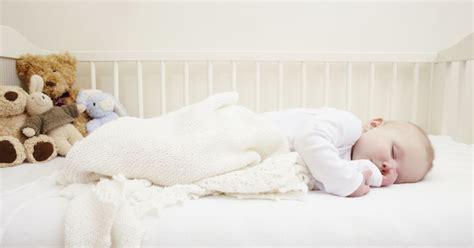 chambre de dormir pourquoi un bébé devrait dormir dans la chambre de ses parents