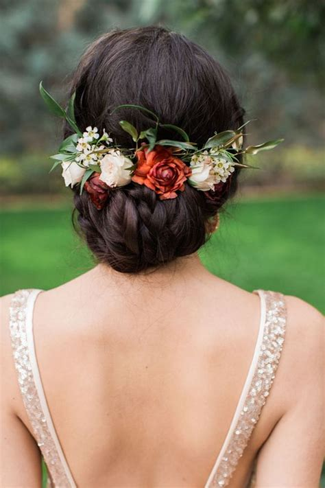 17 amazing wedding hairstyles with flowers Parfum Flower