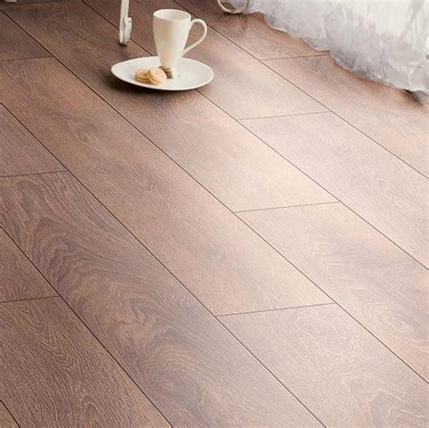 b q kitchen laminate flooring amadeo shire oak effect laminate flooring 2 22 m 178 4227