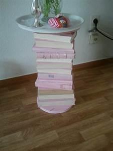 Tisch Aus Büchern : beistelltisch aus alten angemalten b cher b cher ~ Buech-reservation.com Haus und Dekorationen