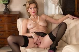 Mature Blonde Dame Huntingdon Smyth Exposing Nice Tits