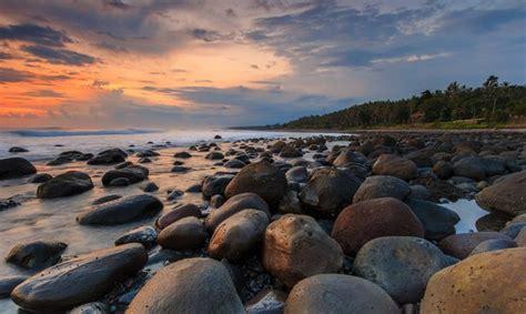 pesona keindahan wisata pantai yeh leh  tabanan bali
