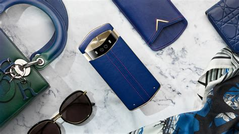 Meitu V6 is Official: Packs Four Cameras, Colorful Leather ...