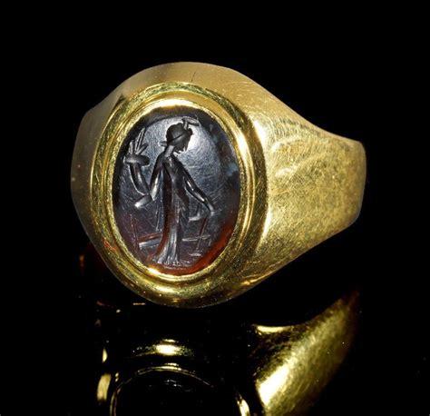 six bid moderner goldring mit antiker gemme gemme r 246 misch 2 jh