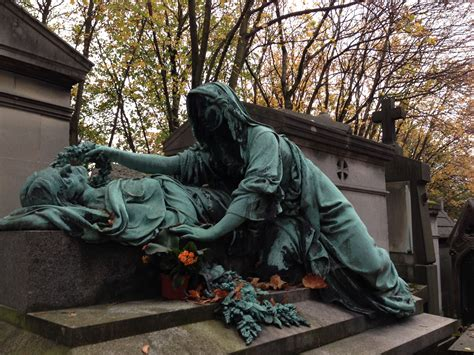 pere la chaise père lachaise cemetery on all saints weekend