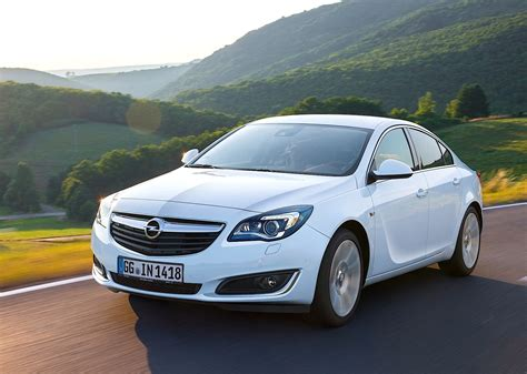 Opel Insignia Sedan Specs & Photos