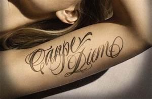 Ecriture Tatouage Femme : top 50 des mod les de tatouage ecriture pour femme ~ Melissatoandfro.com Idées de Décoration