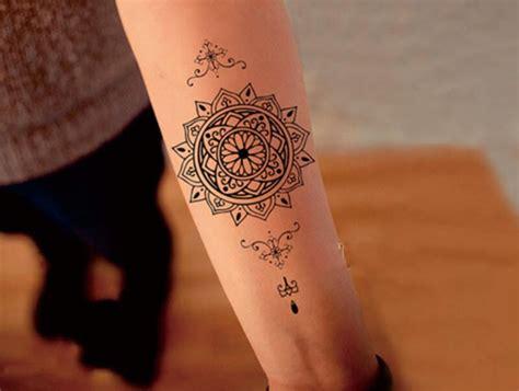 faux tatouage mandala maori dans la boutique kolawi