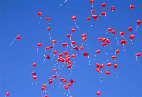 einfach himmlisch luftballons bei hochzeit steigen lassen
