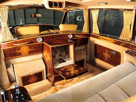 rolls royce interior wallpaper rolls royce phantom limo interior wallpaper 2048x1536