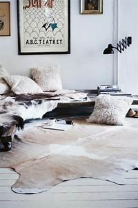 Kuhfell Teppich Im Wohn Oder Schlafzimmer Verlegen