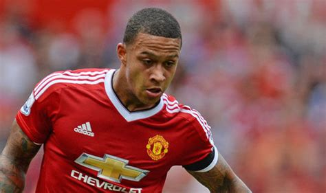 memphis depay vows  wear iconic number  shirt