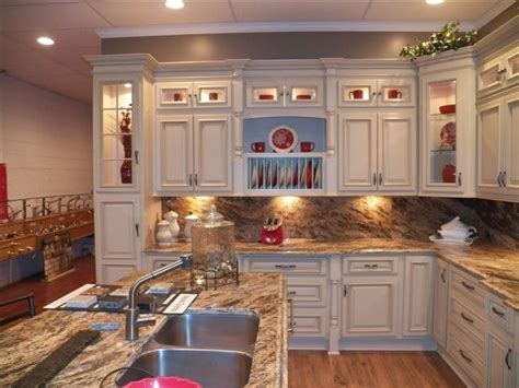 lowes kitchen cabinets reviews lowes kitchen cabinet refacing reviews wow 7238