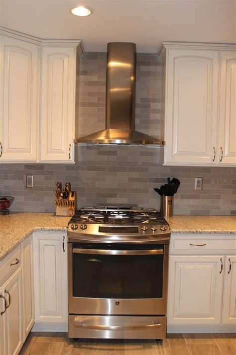 stone backsplash hoods  diamond cabinets  pinterest