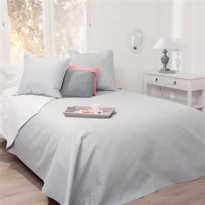 Dessus De Lit Blanc : dessus de lit bicolore gris clair blanc 240x260 2 housses d 39 oreiller gris clair 60x60 atmosphera ~ Teatrodelosmanantiales.com Idées de Décoration