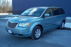 2010 Chrysler Town  U0026 Country - Overview