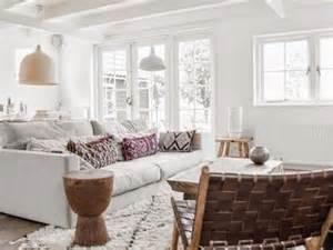 poutres teinte bois ou poutres peintes en blanc a part