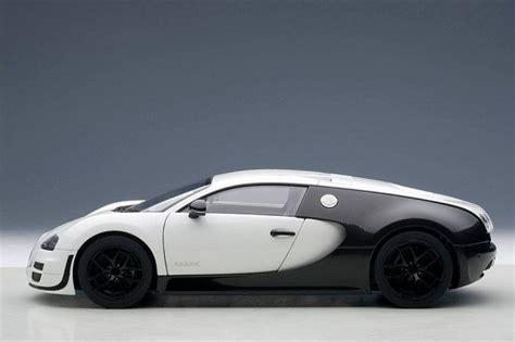 18 Bugatti 'pur Blanc' Veyron