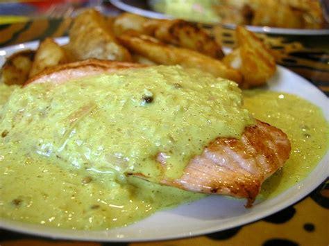 cuisiner pavé de saumon poele recette de pavé de saumon au curry la recette facile