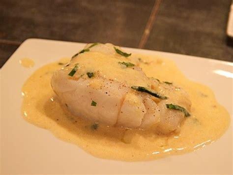 cuisiner le dos de cabillaud à la poele recette poisson poché sauce citronnéeassociation des