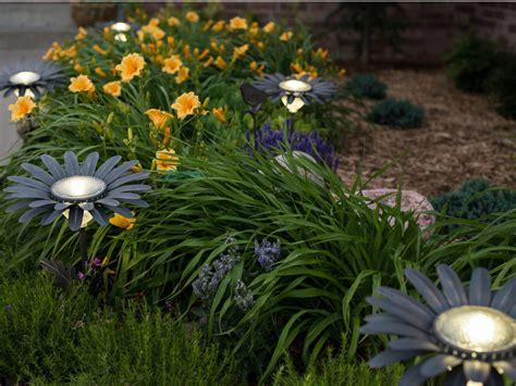 desert steel daisy solar garden light bronze