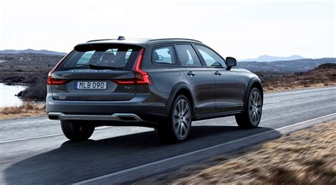 2017 Volvo V90 Cross Country Revealed High Riding Swede