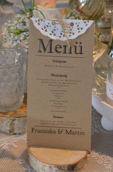 wunderschoene menuekarten auf kraftpapier zur hochzeit im