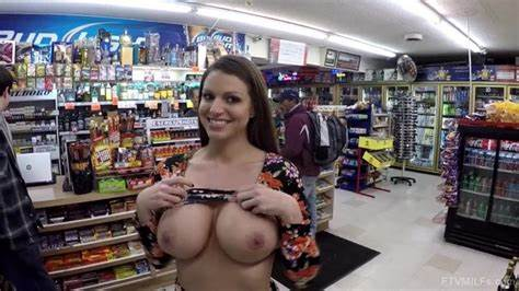 Hidden Cleavage At A Store Brooklyn Show Her Huge Titty In Store