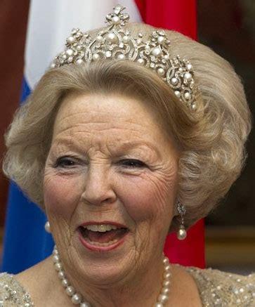 Aumento semplice o barrato e aumento intercalato o sollevato. Tiara Mania: Queen Wilhelmina of the Netherlands' Wurttemberg Ornate Pearl Tiara
