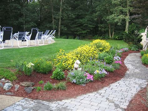 simple flower bed ideas pin simple flower bed boarders on