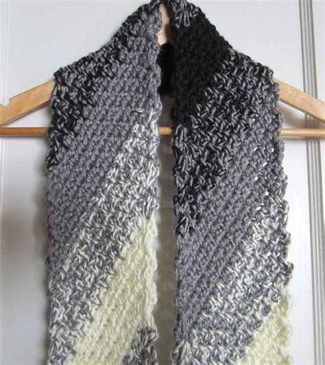 crochet scarf black  white diagonal   ma ellen