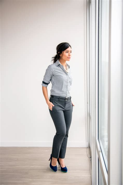 20 Work Outfits {Photos} - Decoding Women Business Casual