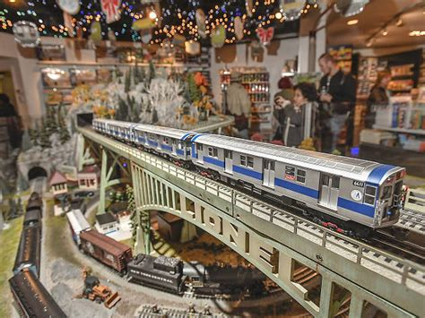 holiday train show  grand central terminal
