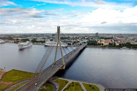 Vanšu tilts - Skats no tilta