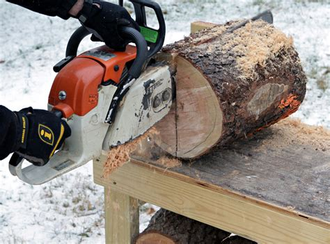 Cutting Bench Makes It Easy To Convert Fresh-cut Logs Into