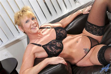 Sexy Blonde Mature Granny Fingers Her Pierced Pussy While Wearing Stockings Ass Point