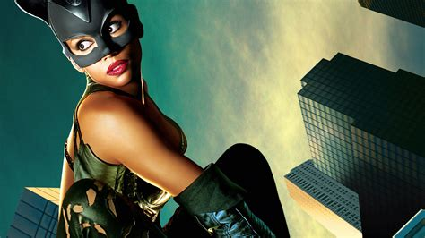 Halle Berry As Catwoman Wallpaper - DreamLoveWallpapers