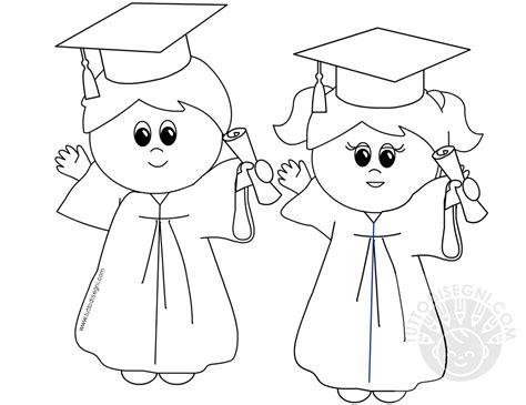 disegno per bimbi bimbi con toga e tocco da colorare tuttodisegni