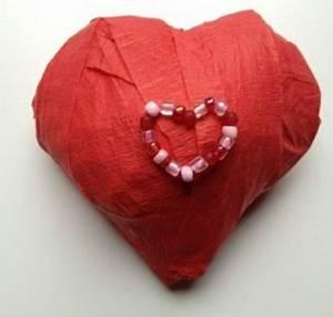 Herz Aus Papier Basteln : valentinstag geschenksidee sch nes herz aus papier ~ Lizthompson.info Haus und Dekorationen