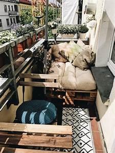 Lösungen Für Kleine Balkone : clevere einrichtungsidee f r den kleinen balkon ma geschneiderte palettenm bel wohnung ~ Bigdaddyawards.com Haus und Dekorationen