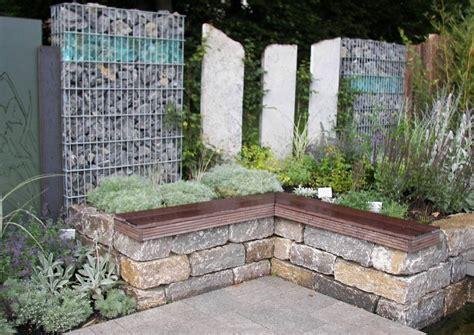 Betonsteine Im Natursteinlook Eine Trockenmauer Mit