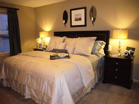 Small Bedroom Colors And Designs With Elegant Black Bed