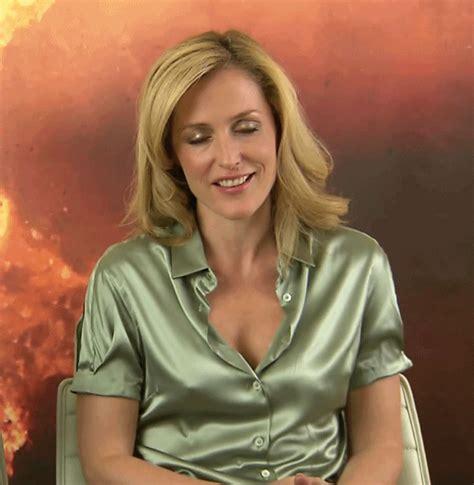 Gillian Anderson Braless Nipples Tit Bounce Pics
