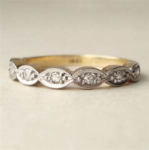 Scalloped Wedding Band Plustre