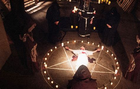 Illuminati Ritual by Illuminati Defector Described Horrifying Satanic